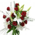 Buchet flori trandafiri si crini albi