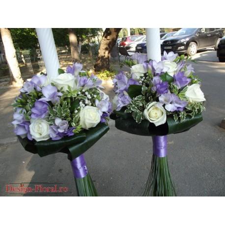 Lumanari nunta frezii mov si trandafiri