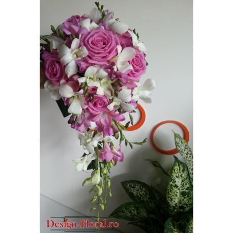 Buchet mireasa curgator trandafiri