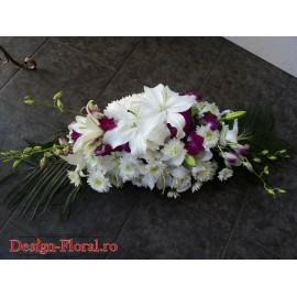 Aranjament prezidiu crini si orhidee