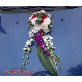 Aranjament floral masina