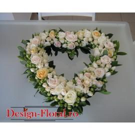 Aranjament floral inimioara